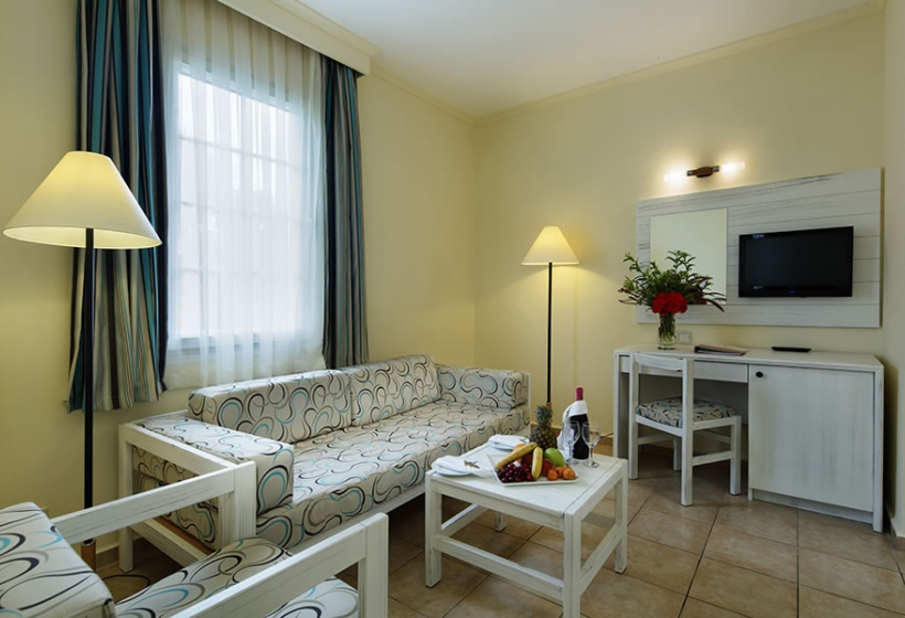 EUPHORIA PALM BEACH HOTEL